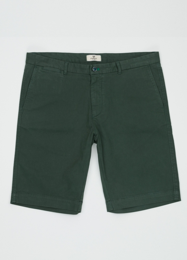Bermuda ligeramente slim fit color verde, 100% Algodón.