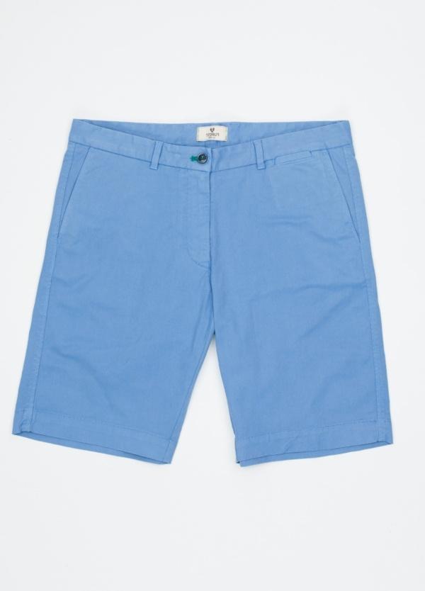 Bermuda ligeramente slim fit color azul celeste, 100% Algodón.
