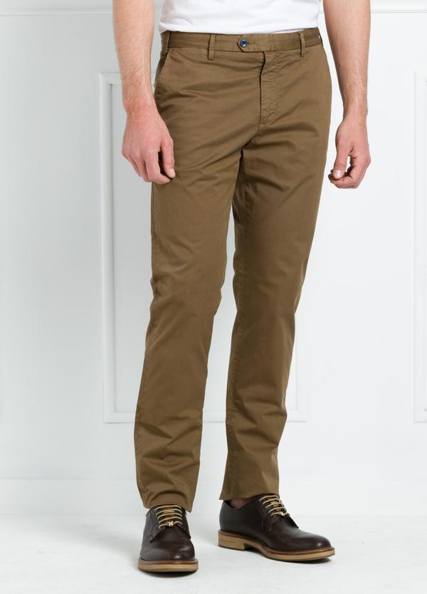 Pantalón chino REGULAR FIT modelo BRIAN color tostado. 97% Algodón gabardina 3% Elastán.