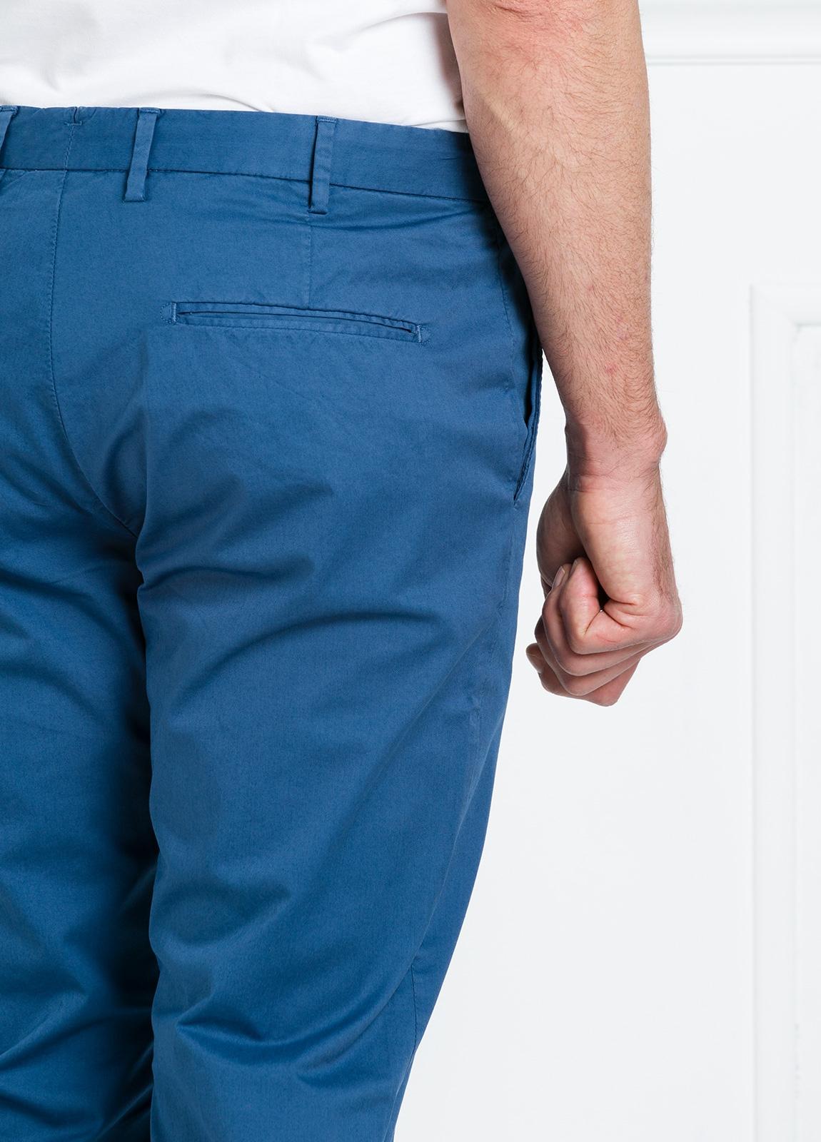 Pantalón chino REGULAR FIT modelo BRIAN color azul. 97% Algodón gabardina 3% Elastán. - Ítem3