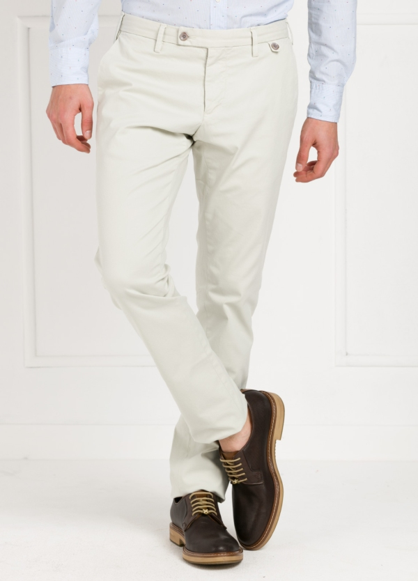 Pantalón Sport SLIM FIT , modelo JACK 02, color girs perla, 98% Algodón 2% Elastano.