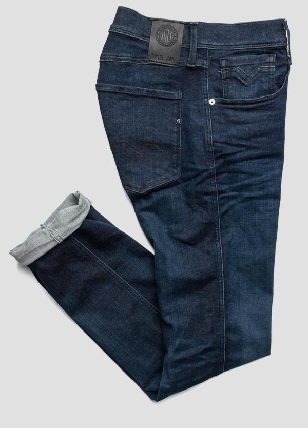 Pantalón tejano 11,5 oz SLIM 914 ANBASS color azul oscuro lavado. 85% Algodón 10% Poliéster 5% Elastáno.