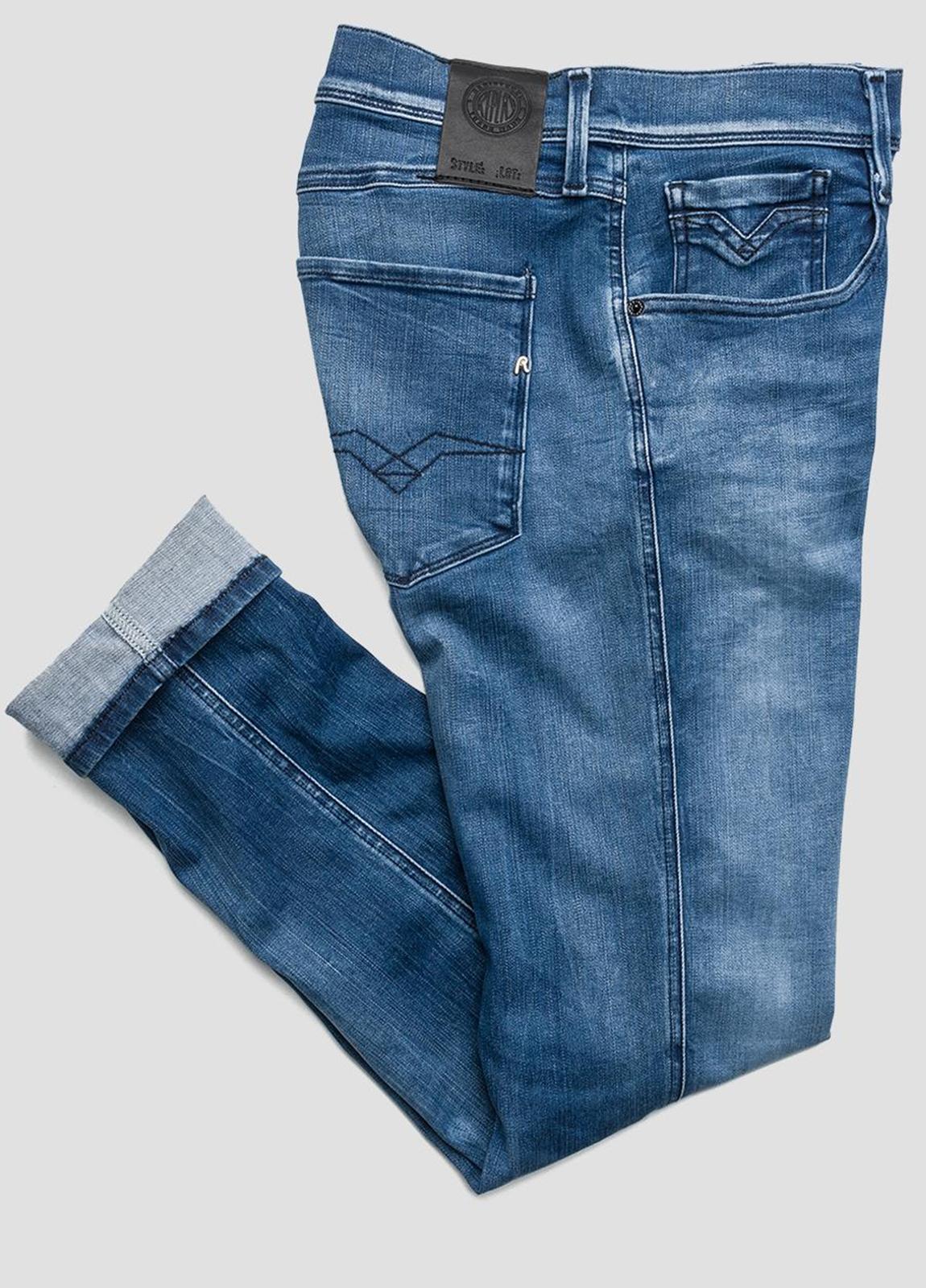 Pantalón tejano 11,5 oz SLIM 914 ANBASS color azul medio lavado. 85% Algodón 10% Poliéster 5% Elastáno.