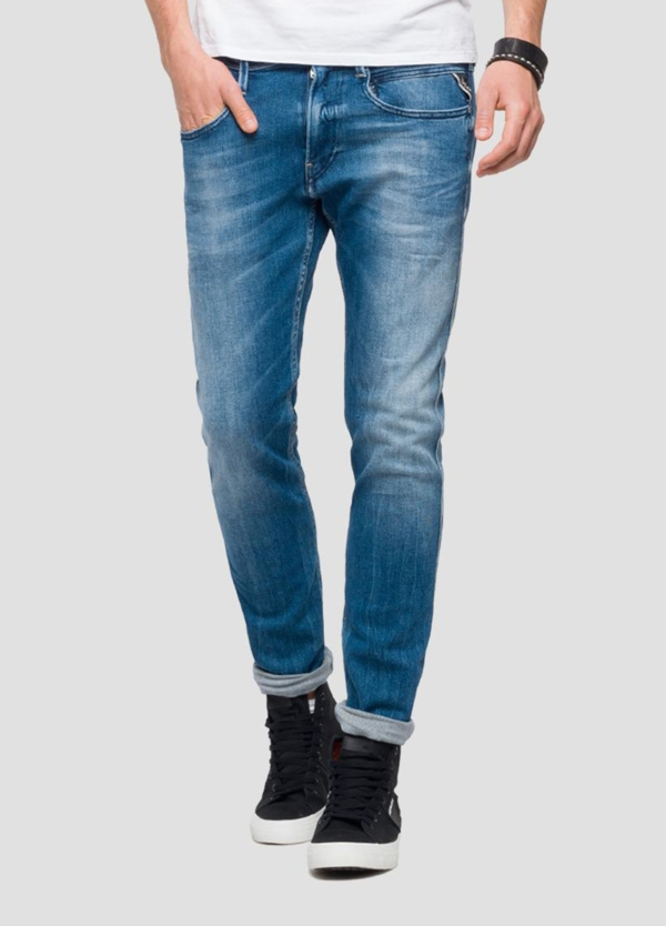 Pantalón tejano 12,5 oz SLIM 914J ANBASS color azul claro lavado. 78% Algodón 18% Modal 3% Elastomultiéster 1% Elastano.