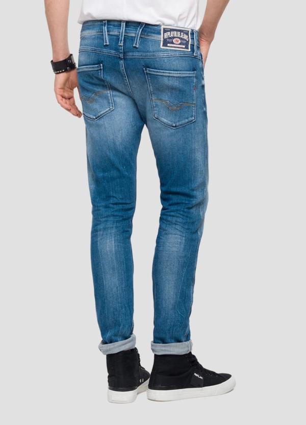 Pantalón tejano 12,5 oz SLIM 914J ANBASS color azul claro lavado. 78% Algodón 18% Modal 3% Elastomultiéster 1% Elastano. - Ítem3