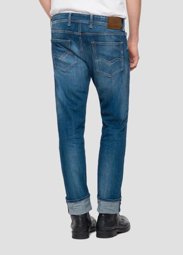 Pantalón tejano 10,5 oz REGULAR 972 GROVER color azul medio oscuro lavado. 98% Algodón 2% Elastano. - Ítem2