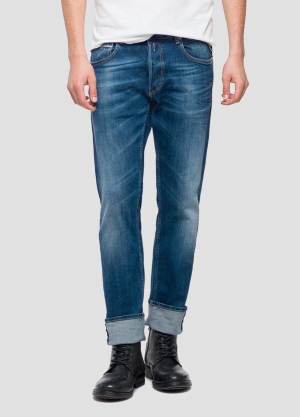 Pantalón tejano 10,5 oz REGULAR 972 GROVER color azul medio oscuro lavado. 98% Algodón 2% Elastano.