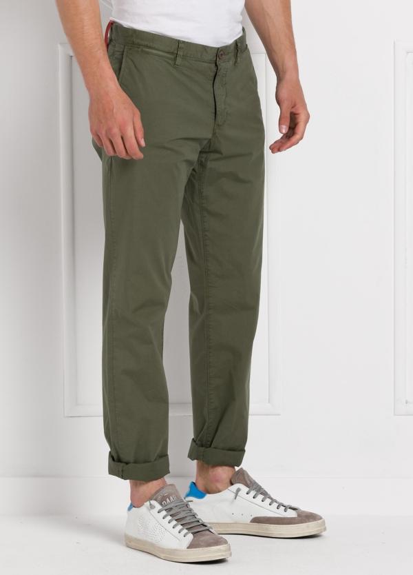 Pantalón chino ligeramente slim fit modelo OSCAR color verde oscuro. 100% Algodón popelín. - Ítem3