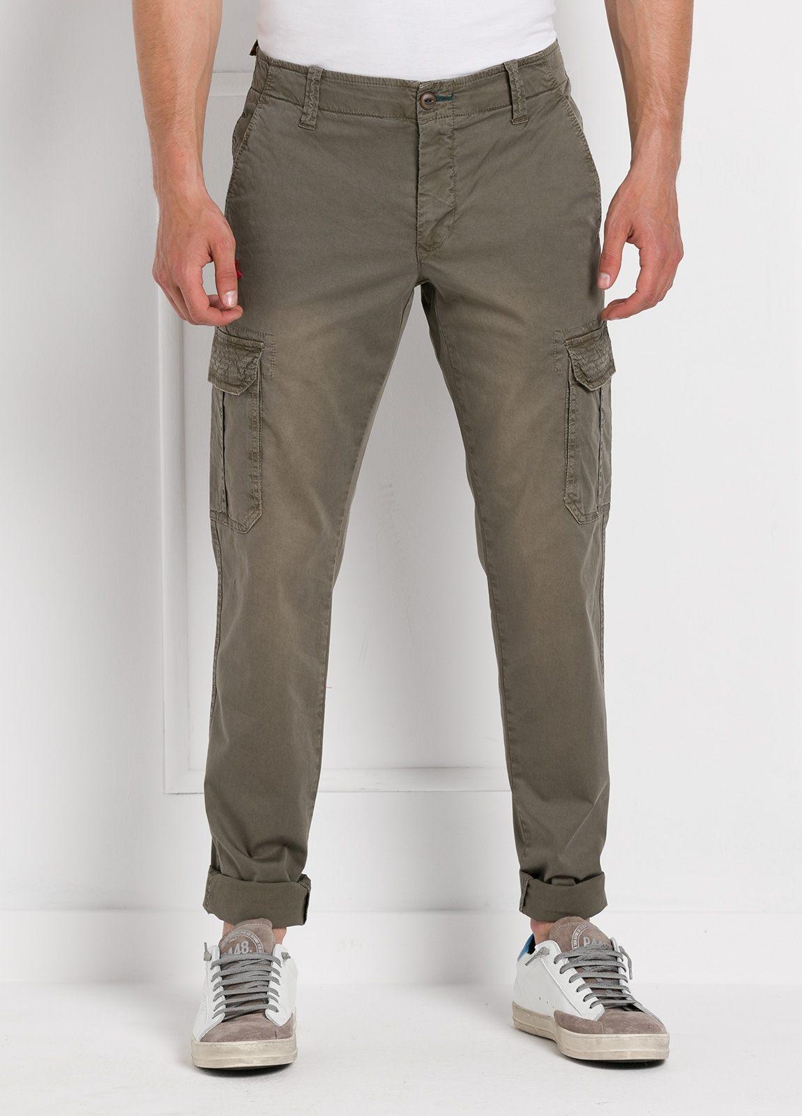 Pantalón sport modelo OLIVER color kaki con bolsillos laterales. Algodón gabardina vintage.