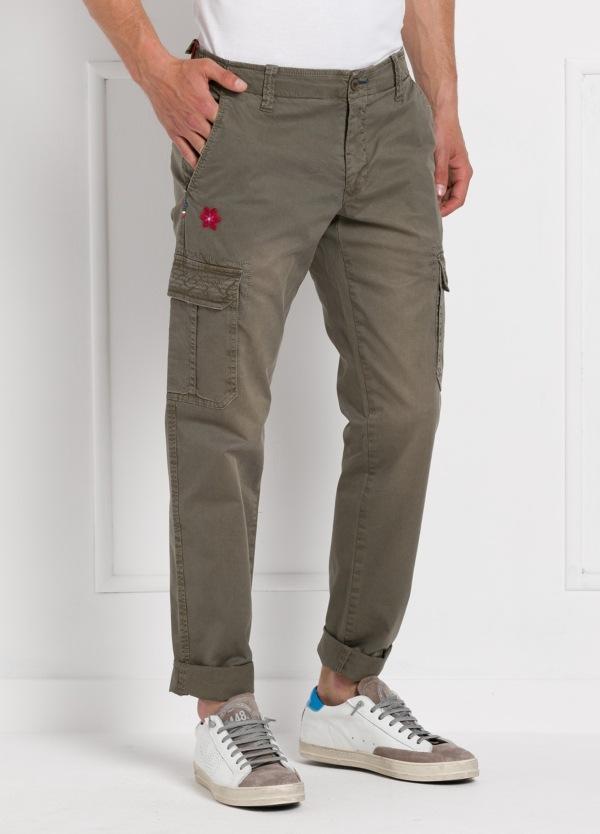 Pantalón sport modelo OLIVER color kaki con bolsillos laterales. Algodón gabardina vintage. - Ítem3