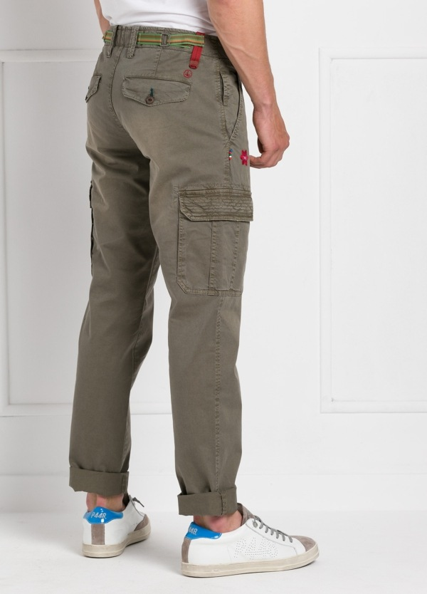 Pantalón sport modelo OLIVER color kaki con bolsillos laterales. Algodón gabardina vintage. - Ítem2