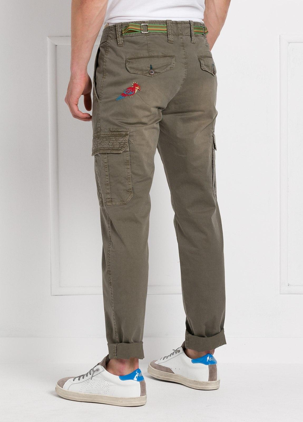 Pantalón sport modelo OLIVER color kaki con bolsillos laterales. Algodón gabardina vintage. - Ítem1