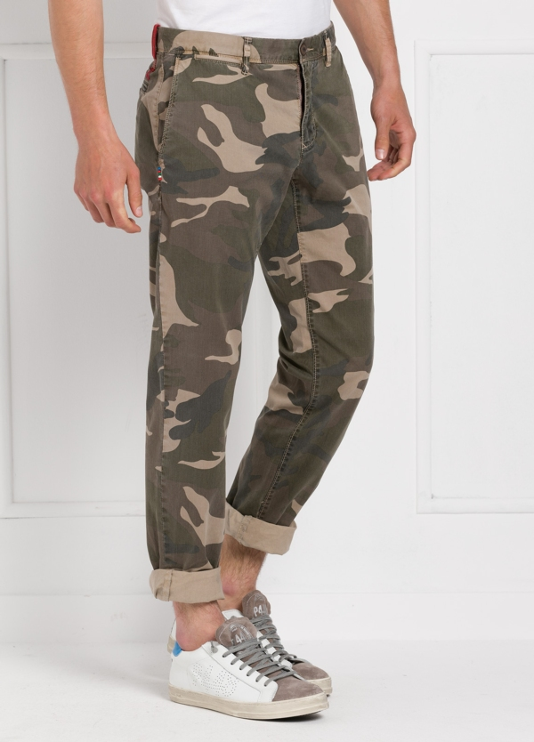 Pantalón sport modelo OSCAR con estampado de camuflaje. Algodón. - Ítem3