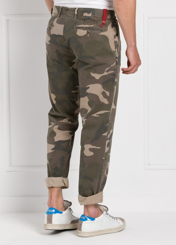 Pantalón sport modelo OSCAR con estampado de camuflaje. Algodón. - Ítem2