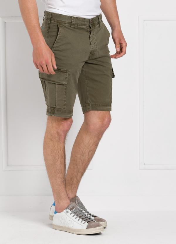 Bermuda modelo BILL 334 slim fit con bolsillos laterales color kaki. Algodón gabardina. - Ítem3