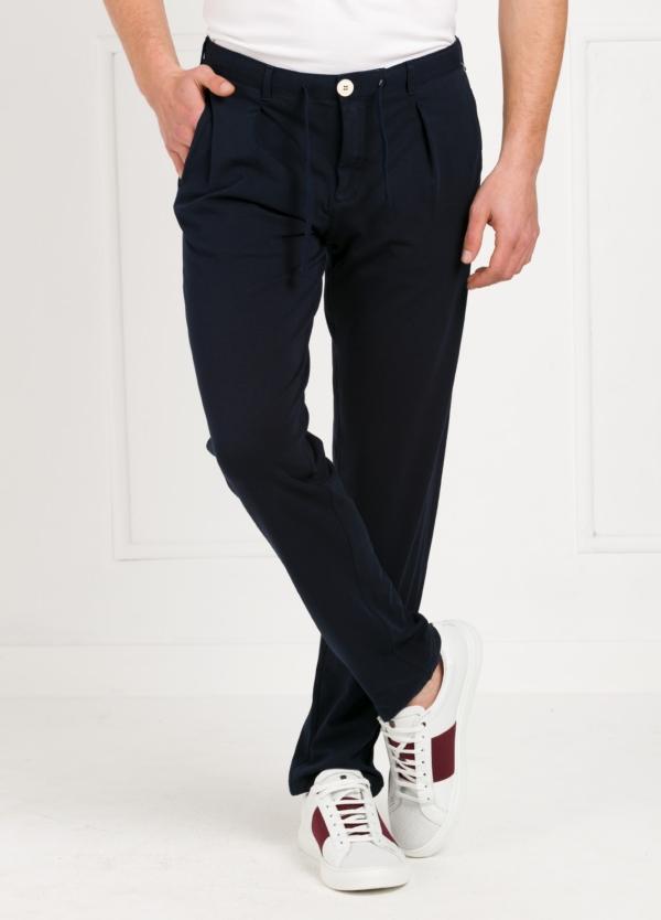 Pantalón de punto color azul marino. 96% Algodón 4% Elastano.