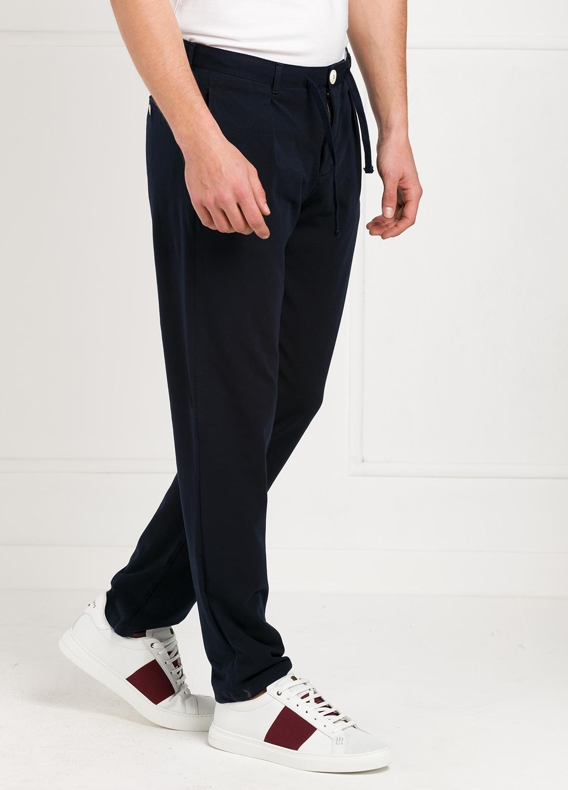 Pantalón de punto color azul marino. 96% Algodón 4% Elastano. - Ítem3
