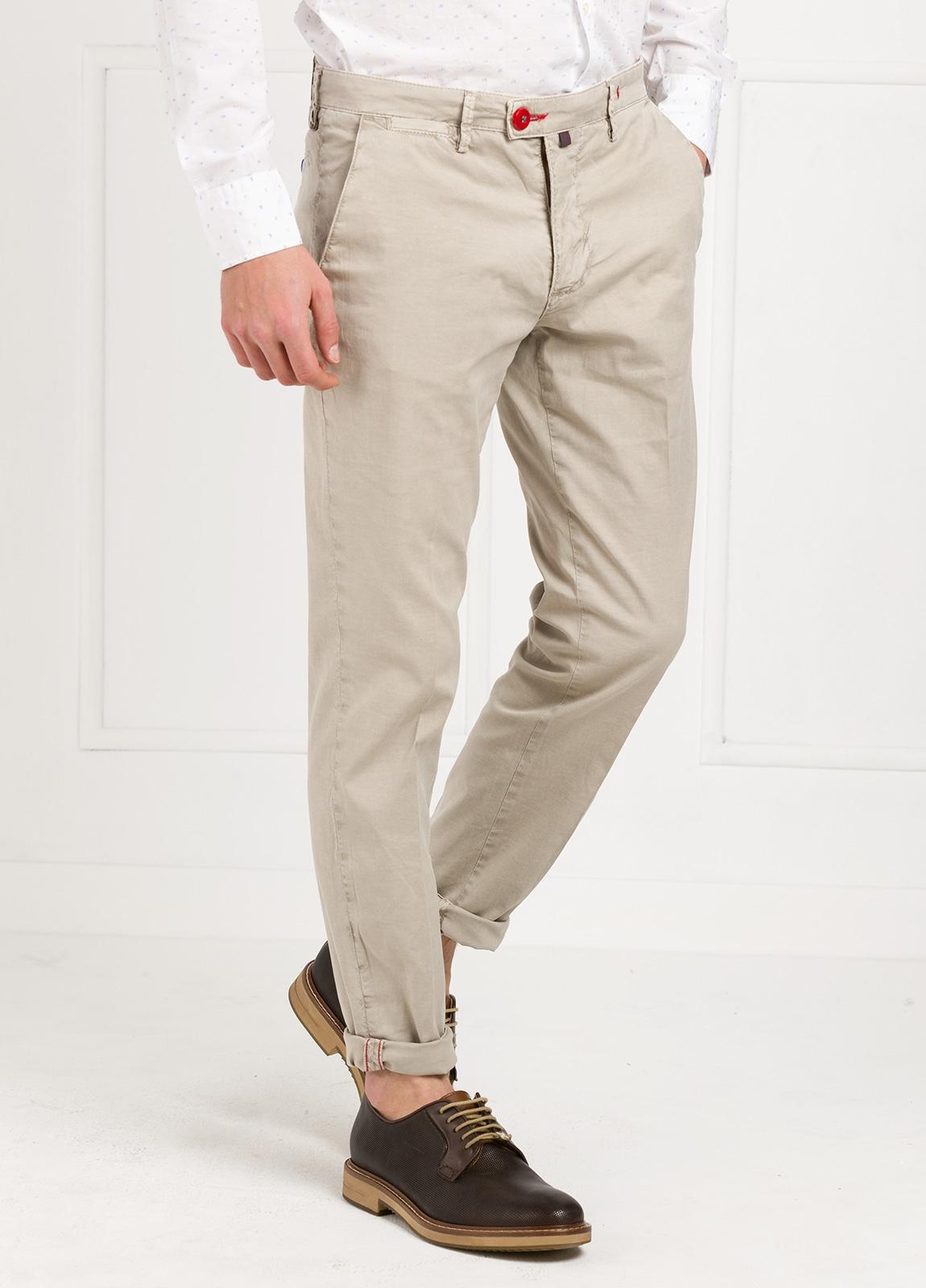Pantalón chino color piedra. 100% Algodón oxford envejecido. - Ítem3