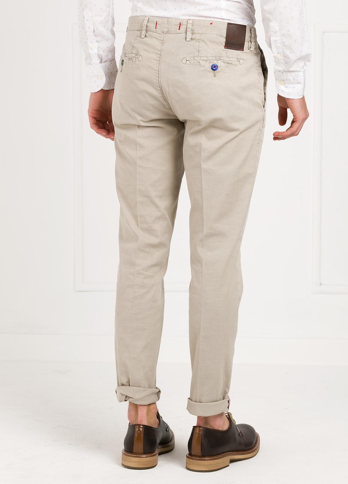Pantalón chino color piedra. 100% Algodón oxford envejecido. - Ítem2