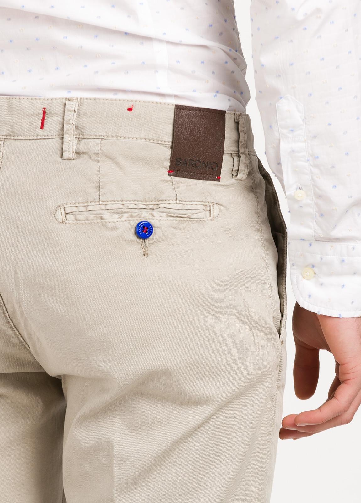 Pantalón chino color piedra. 100% Algodón oxford envejecido. - Ítem1