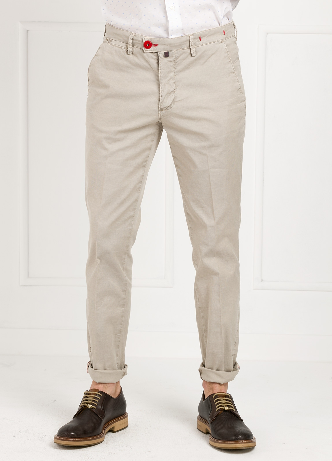 Pantalón chino color piedra. 100% Algodón oxford envejecido.