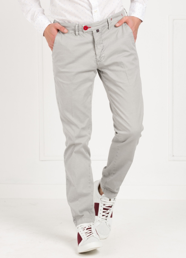 Pantalón chino color gris. 100% Algodón oxford envejecido.