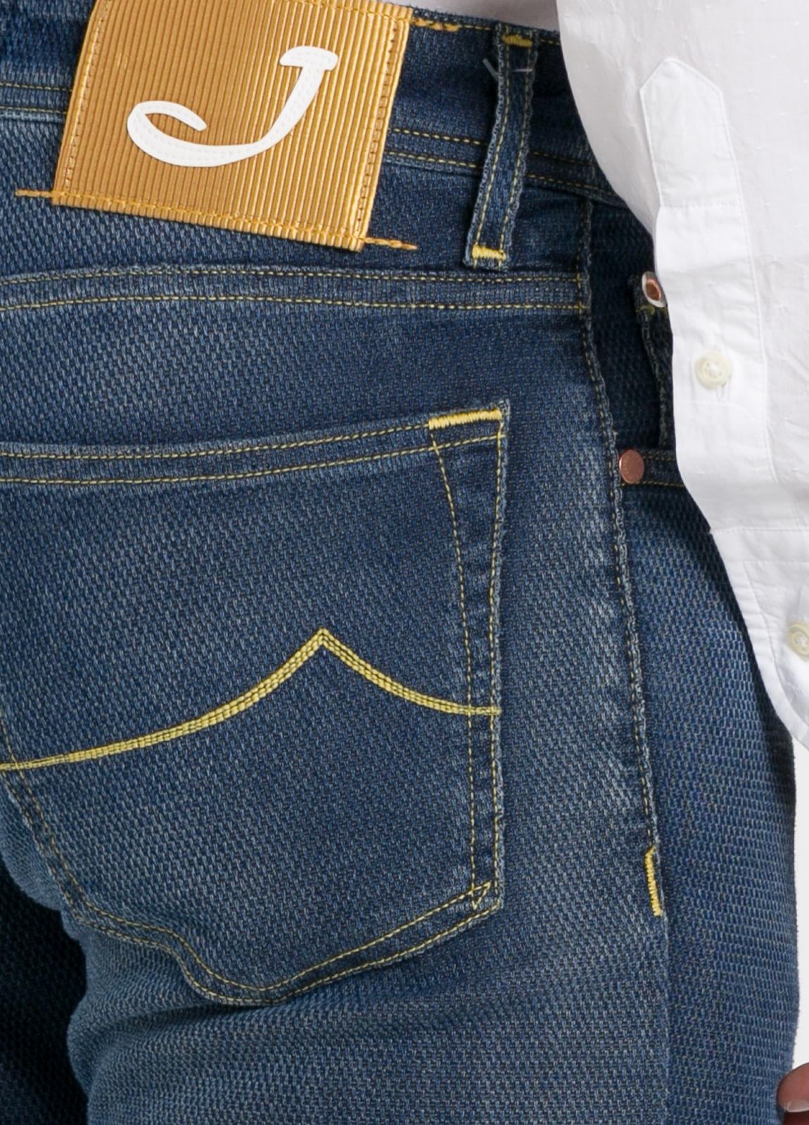 Tejano ligeramente slim fit modelo J622 color azul oscuro denim. 56% algodón,44% Poliéster. - Ítem2