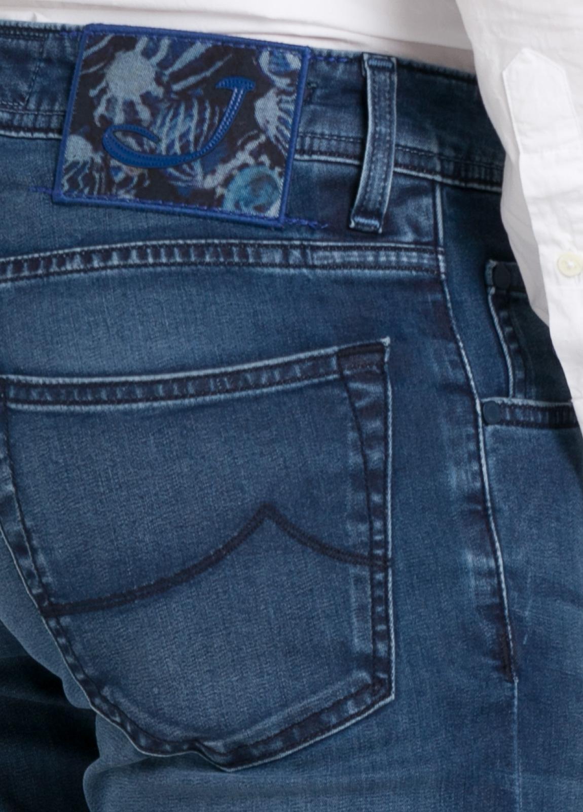 Tejano ligeramente slim fit modelo J622 color azul denim. 81% Algodón 16 Lino 3% Elastano. - Ítem2