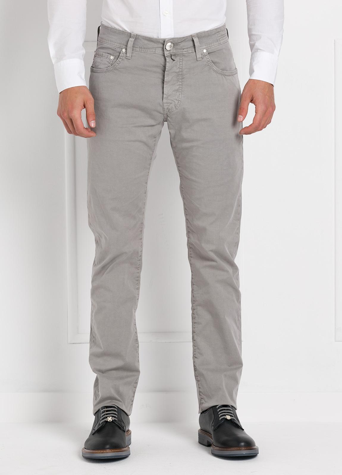 Pantalón cinco bolsillos modelo PW688 color gris. Algodón gabardina vintage.