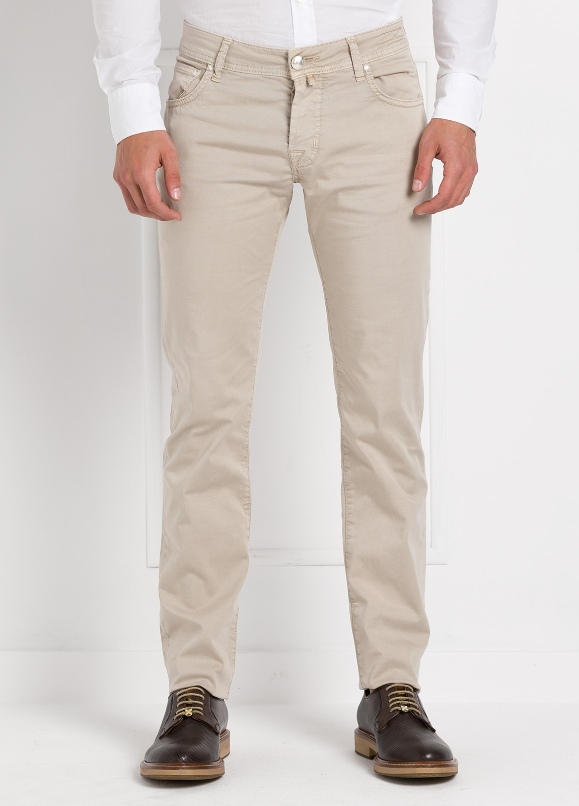 Pantalón cinco bolsillos modelo PW622 color beige. Algodón gabardina vintage. Algodón satén vintage.