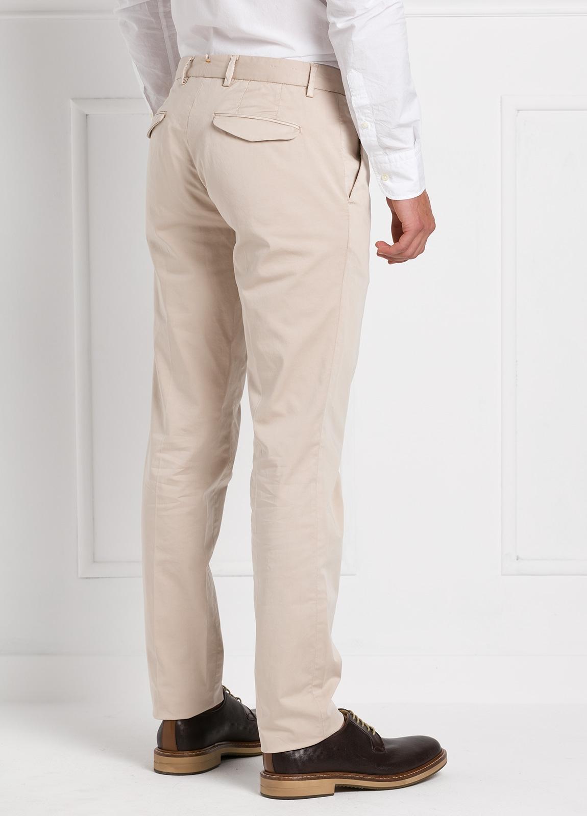 Pantalón modelo slim fit 1 pinza color beige. 97% Algodón 3% Ea. - Ítem2