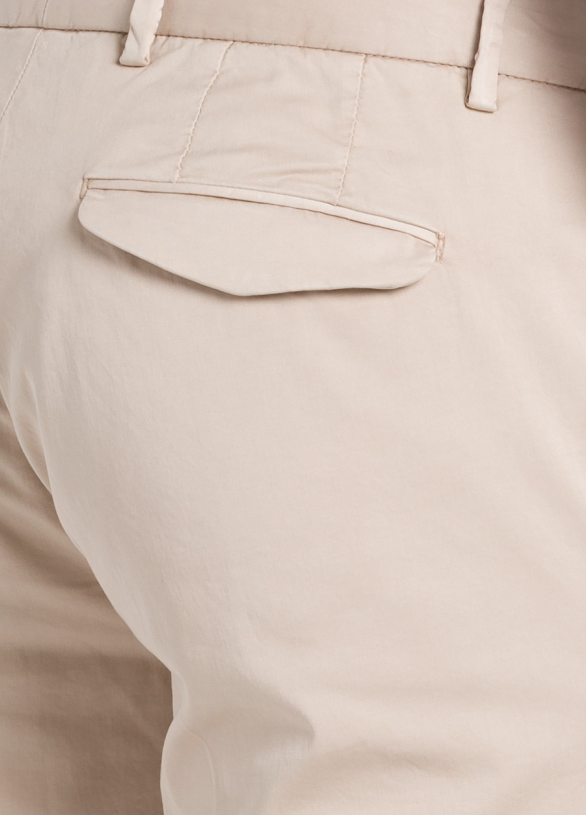 Pantalón modelo slim fit 1 pinza color beige. 97% Algodón 3% Ea. - Ítem1