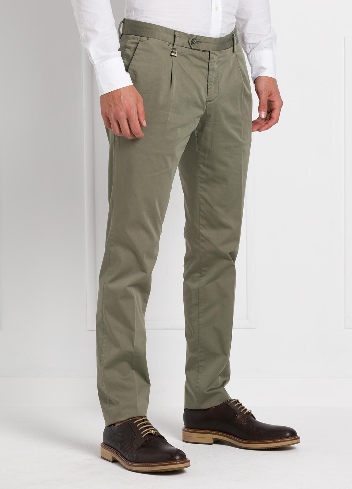 Pantalón modelo slim fit 1 pinza color kaki. 97% Algodón 3% Ea. - Ítem1