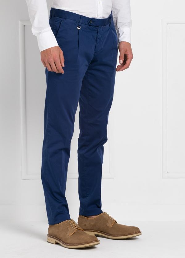Pantalón modelo slim fit 1 pinza color azul. 97% Algodón 3% Ea.