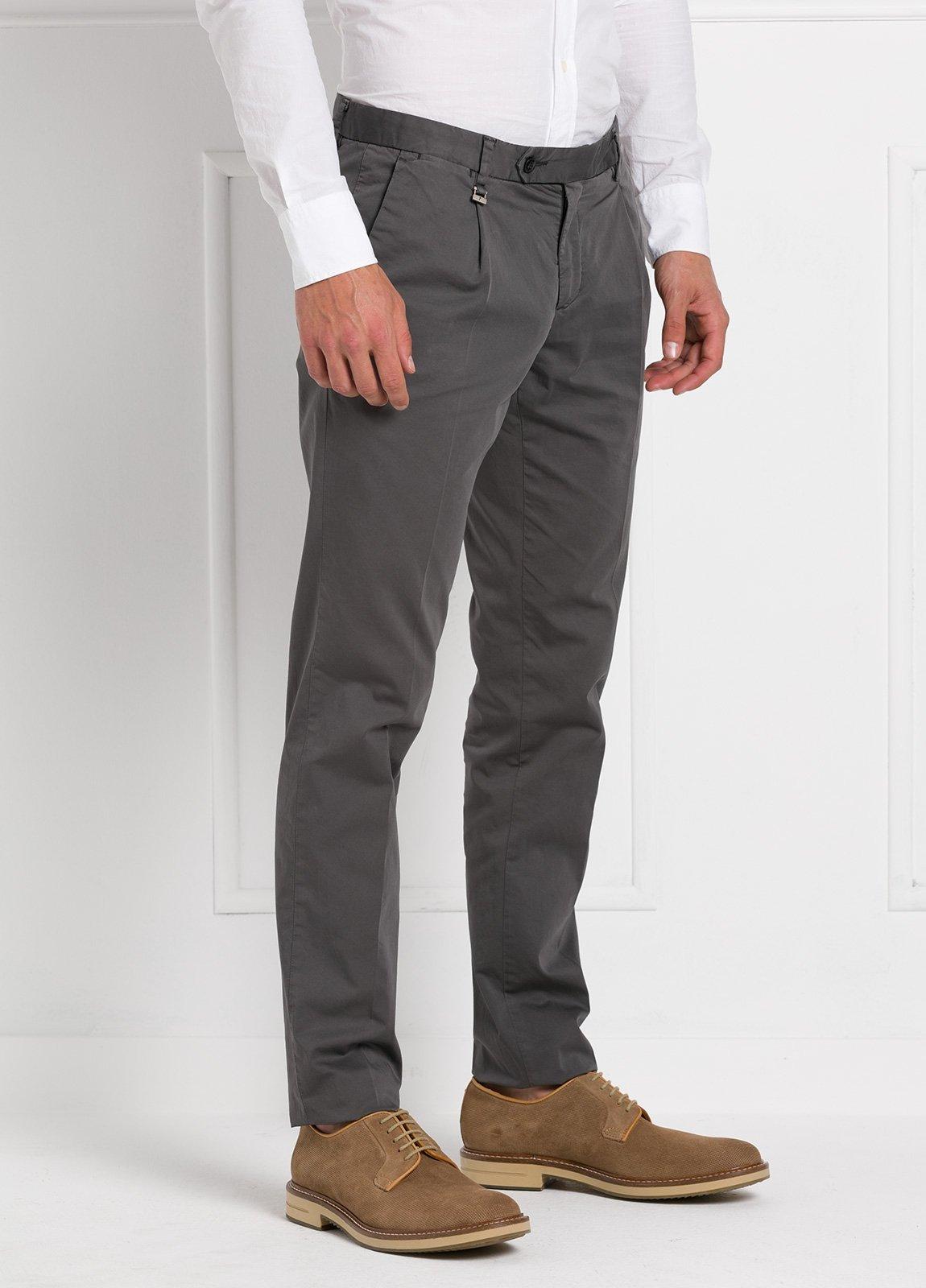 Pantalón modelo slim fit 1 pinza color gris oscuro. 97% Algodón 3% Ea. - Ítem2