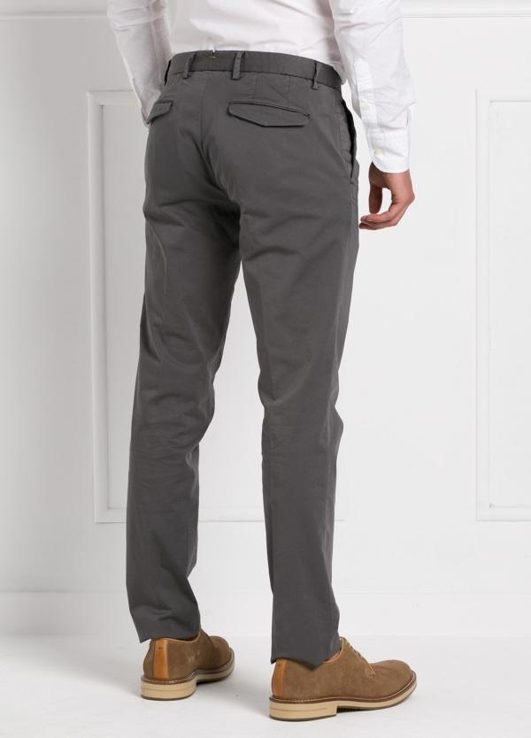 Pantalón modelo slim fit 1 pinza color gris oscuro. 97% Algodón 3% Ea. - Ítem1