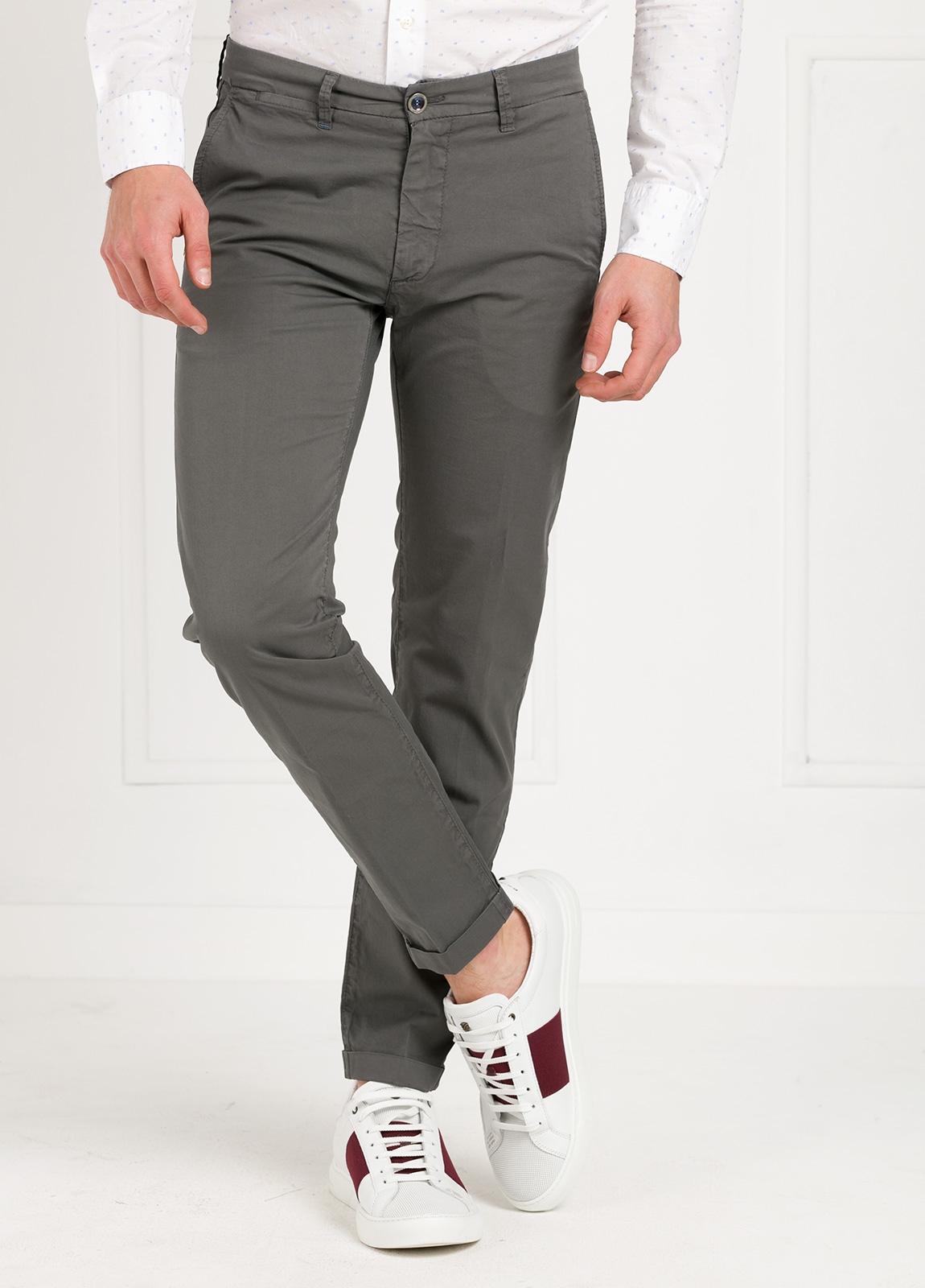 Pantalón sport modelo MUCHA P 249 color gris. Algodón y elastáno.