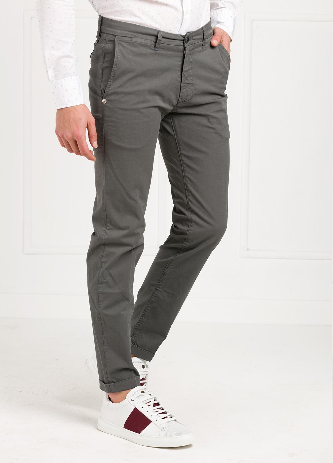 Pantalón sport modelo MUCHA P 249 color gris. Algodón y elastáno. - Ítem1