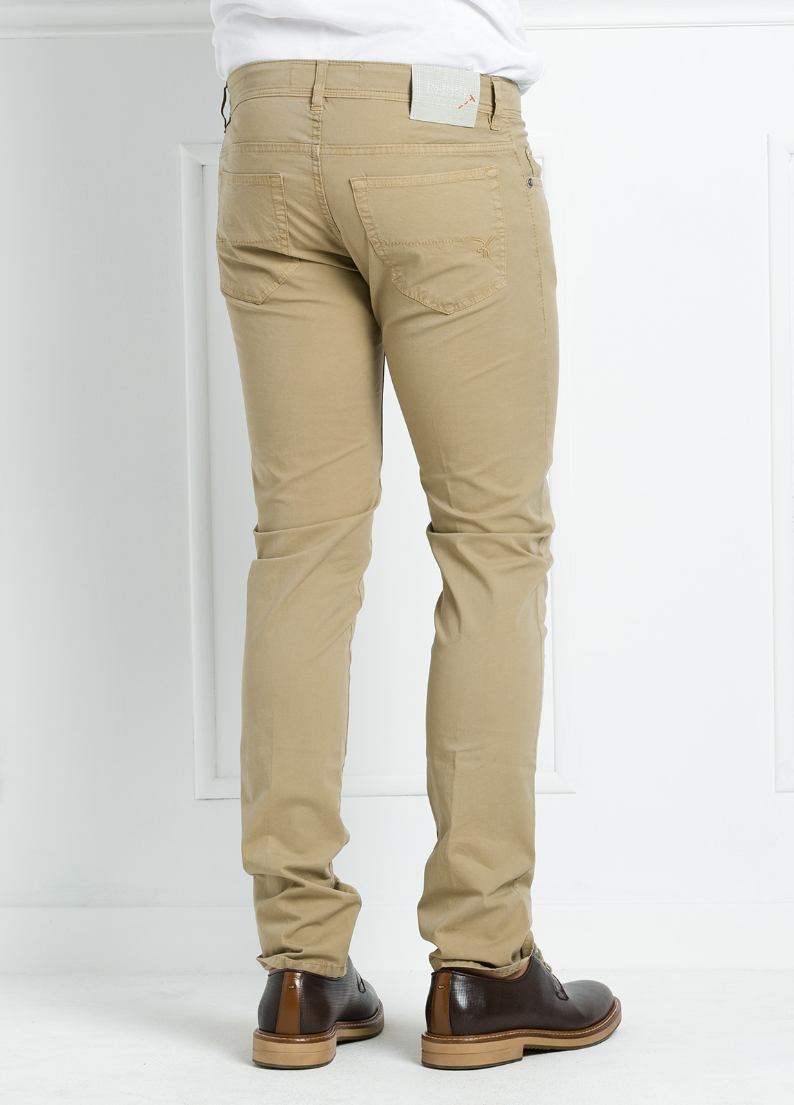 Pantalón sport regular fit modelo POLLOCK P 053 color beige. 96% Algodón gabardina 4% Lycra. - Ítem3