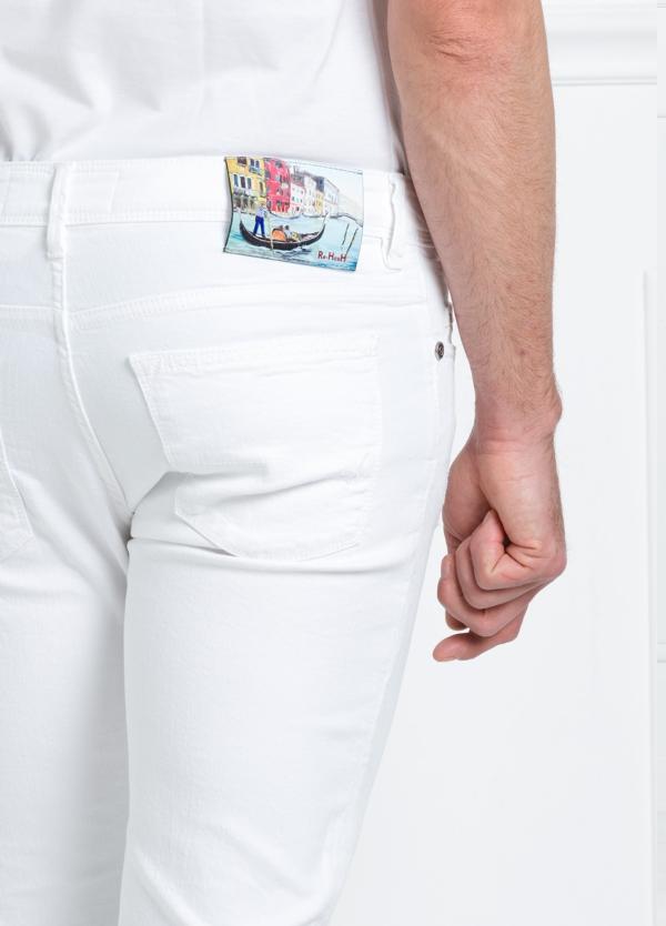 Pantalón sport regular fit modelo RUPENS Z P015 color blanco. Algodón denim. - Ítem2