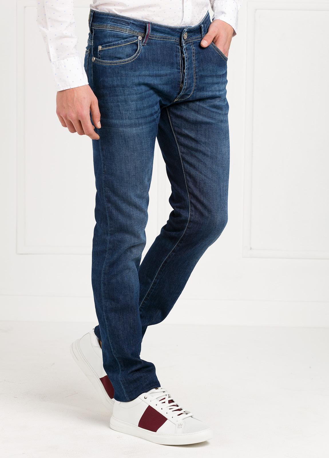 Pantalón tejano modelo POLLOCK P053 color azul. 92% Algodón, 6% Elastomultiéster, 2% Elastáno.