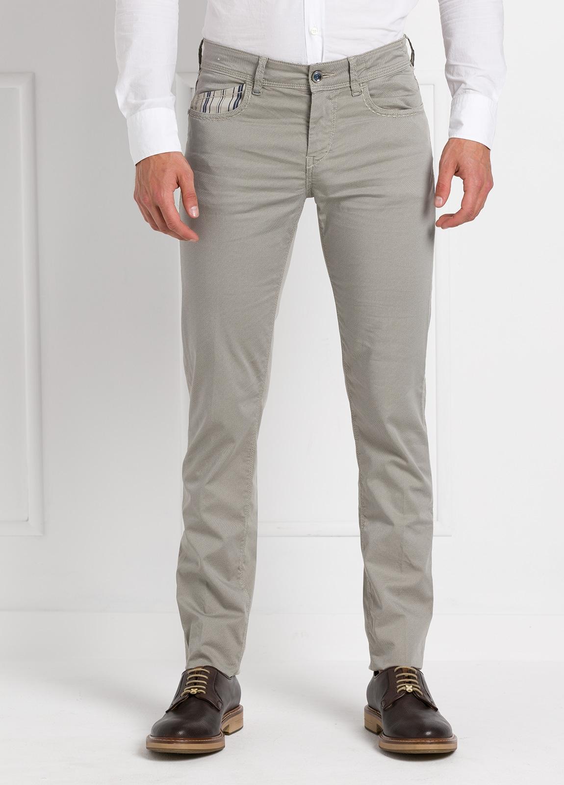 Pantalón sport slim fit modelo RUBENS Z color piedra. Algodón