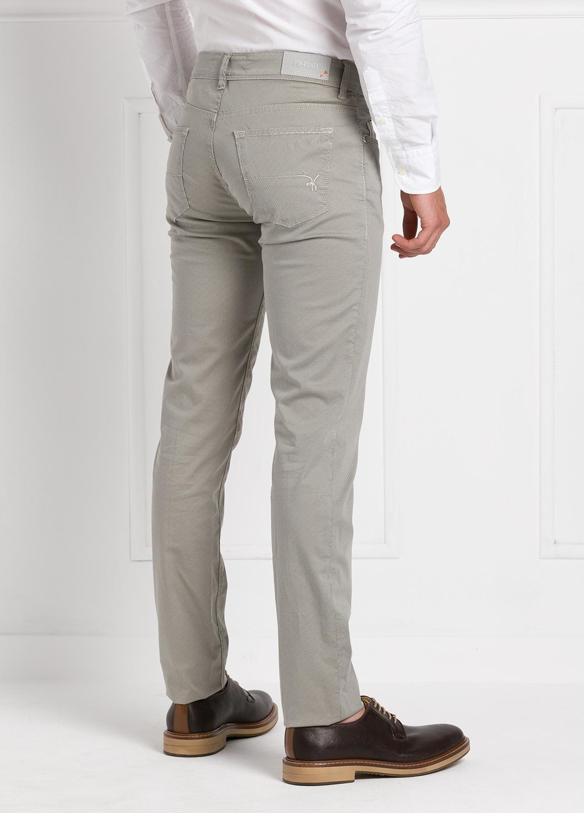 Pantalón sport slim fit modelo RUBENS Z color piedra. Algodón - Ítem2
