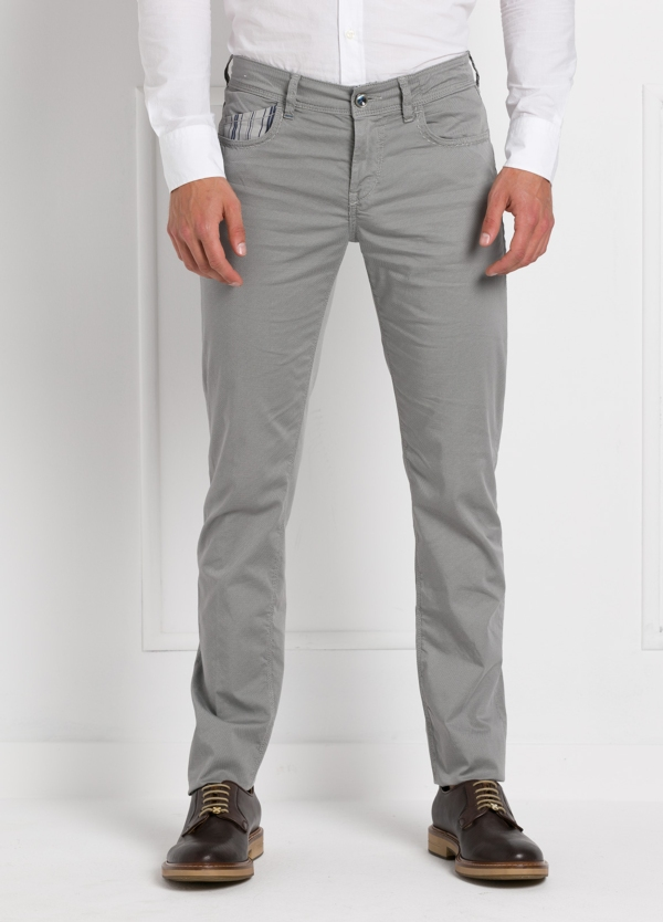 Pantalón sport slim fit modelo RUBENS Z color gris. Algodón