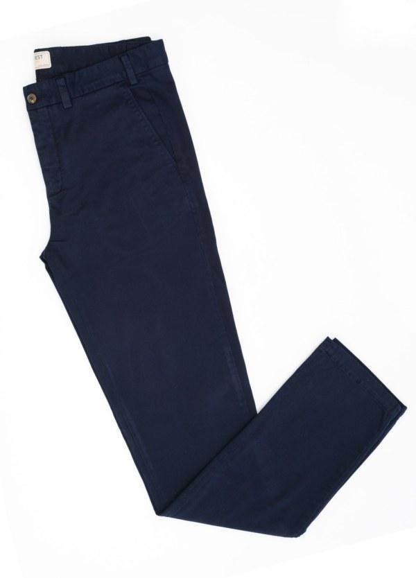 Pantalón Casual Wear, SLIM FIT micro textura color azul marino, 98% Algodón 2% Elastano.