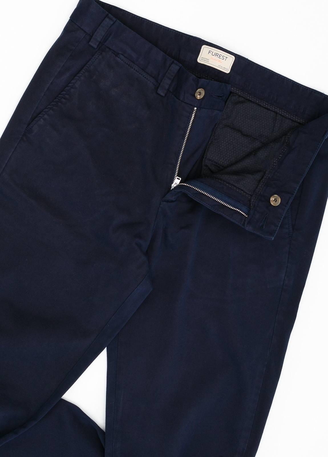 Pantalón Casual Wear, SLIM FIT micro textura color azul marino, 98% Algodón 2% Elastano. - Ítem2