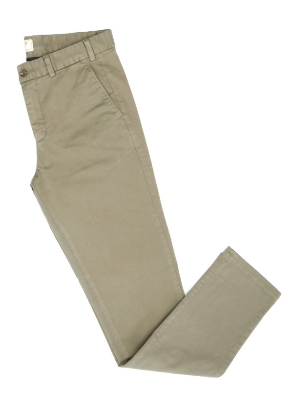 Pantalón Casual Wear, SLIM FIT micro textura color kaki, 98% Algodón 2% Elastano.