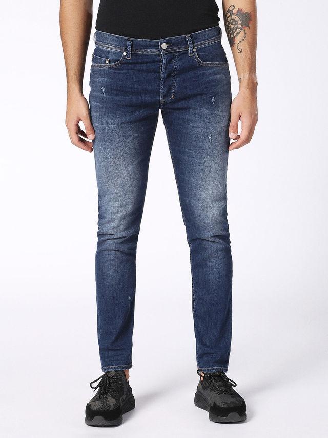 Pantalón tejano regular fit modelo CARROT color azul oscuro lavado. 72% Algodón 17% Poliéster 9% Viscosa 2% Elastáno. - Ítem2
