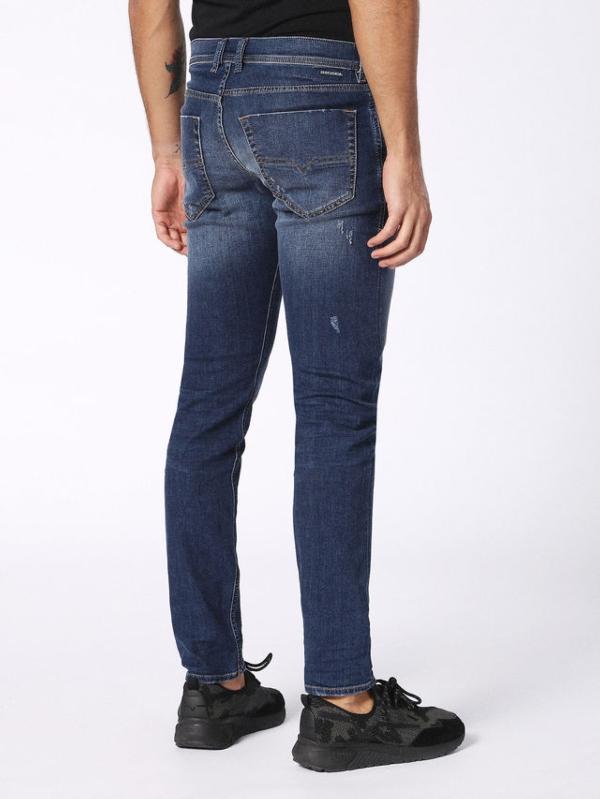 Pantalón tejano regular fit modelo CARROT color azul oscuro lavado. 72% Algodón 17% Poliéster 9% Viscosa 2% Elastáno. - Ítem3