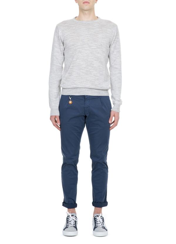 Pantalón chino color azul marino con pinzas. 100% Algodón.